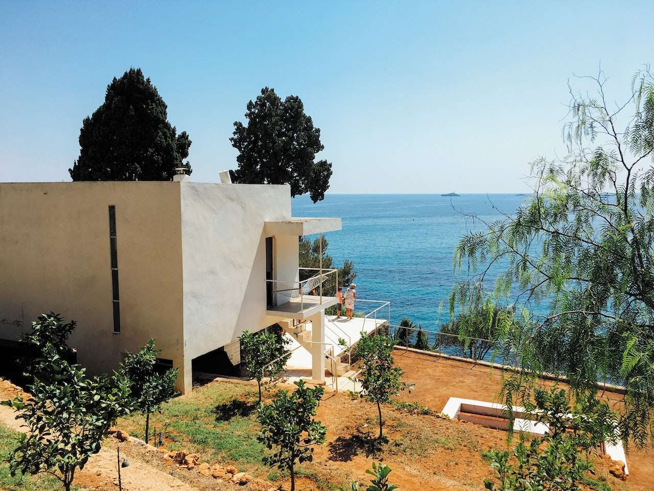 Villa E-1207 with a view over the ocean