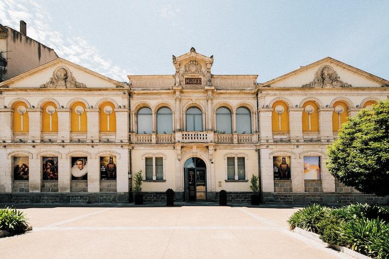 exterior and entrance of the Musée des Beaux-Arts de Carcassonne