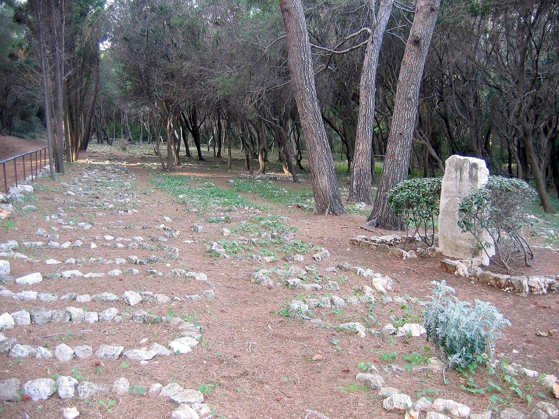 tombstones laid in circle at the Cemetière Musulman Île Saint-Marguerite