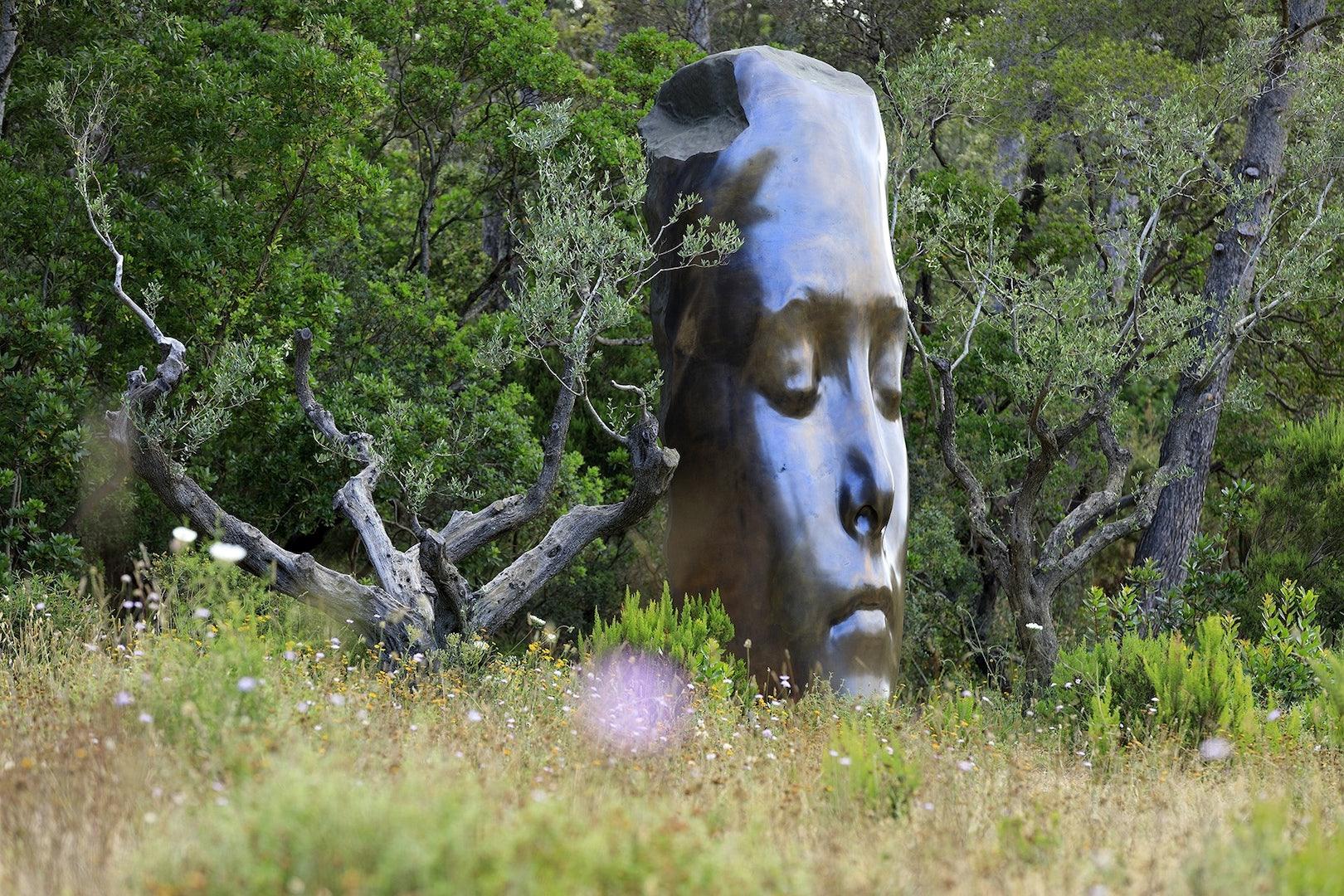 sculpture in the garden of the Villa Carmignac