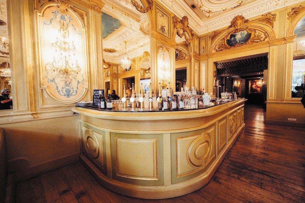 baroque interior and bar at the Brasserie Le Napoléon in Nîmes