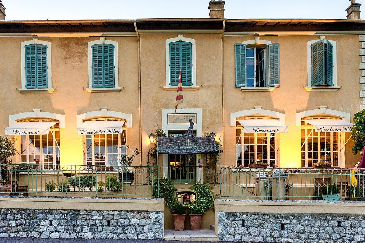 facade of the L'École des Filles restaurant in Le-Bar-Sur-Loup