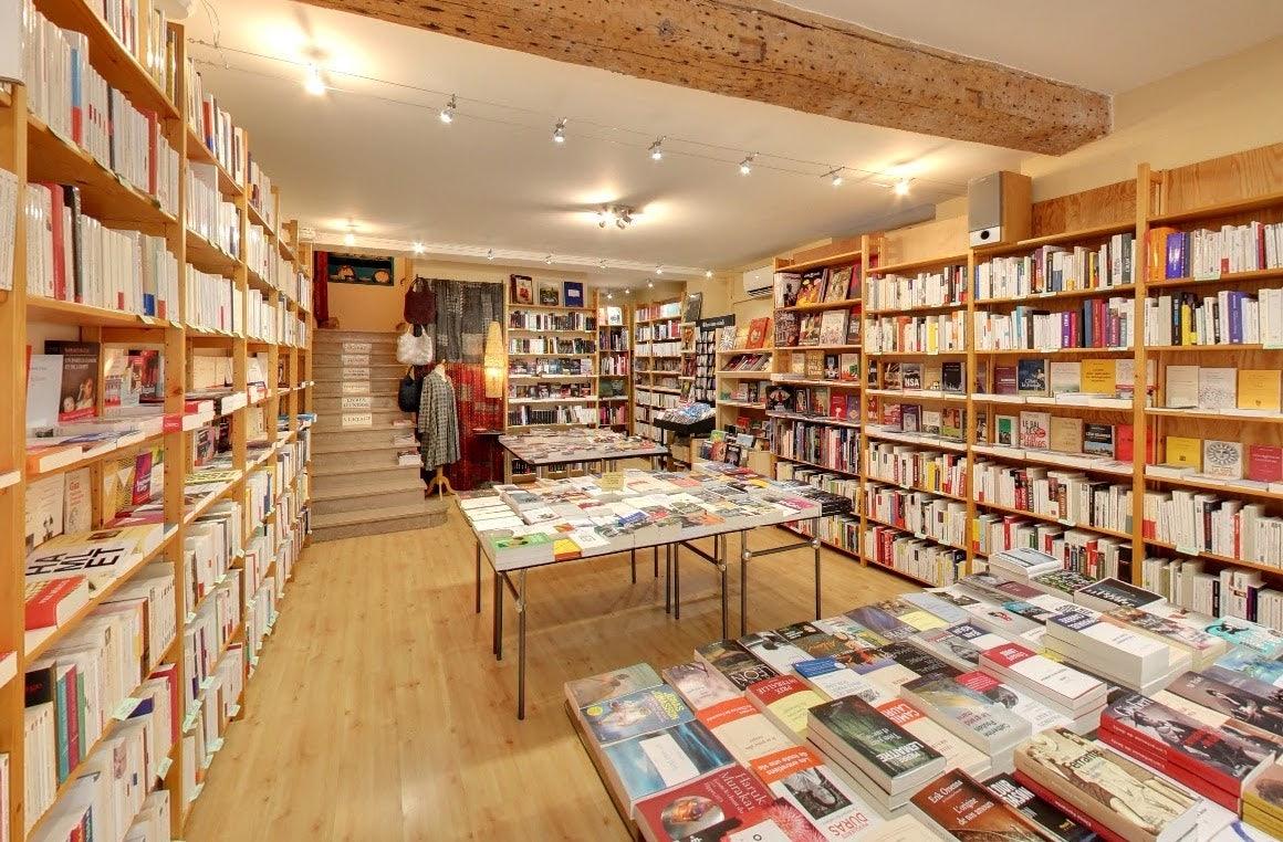 bookshop interior of Le Passeur de l'Isle