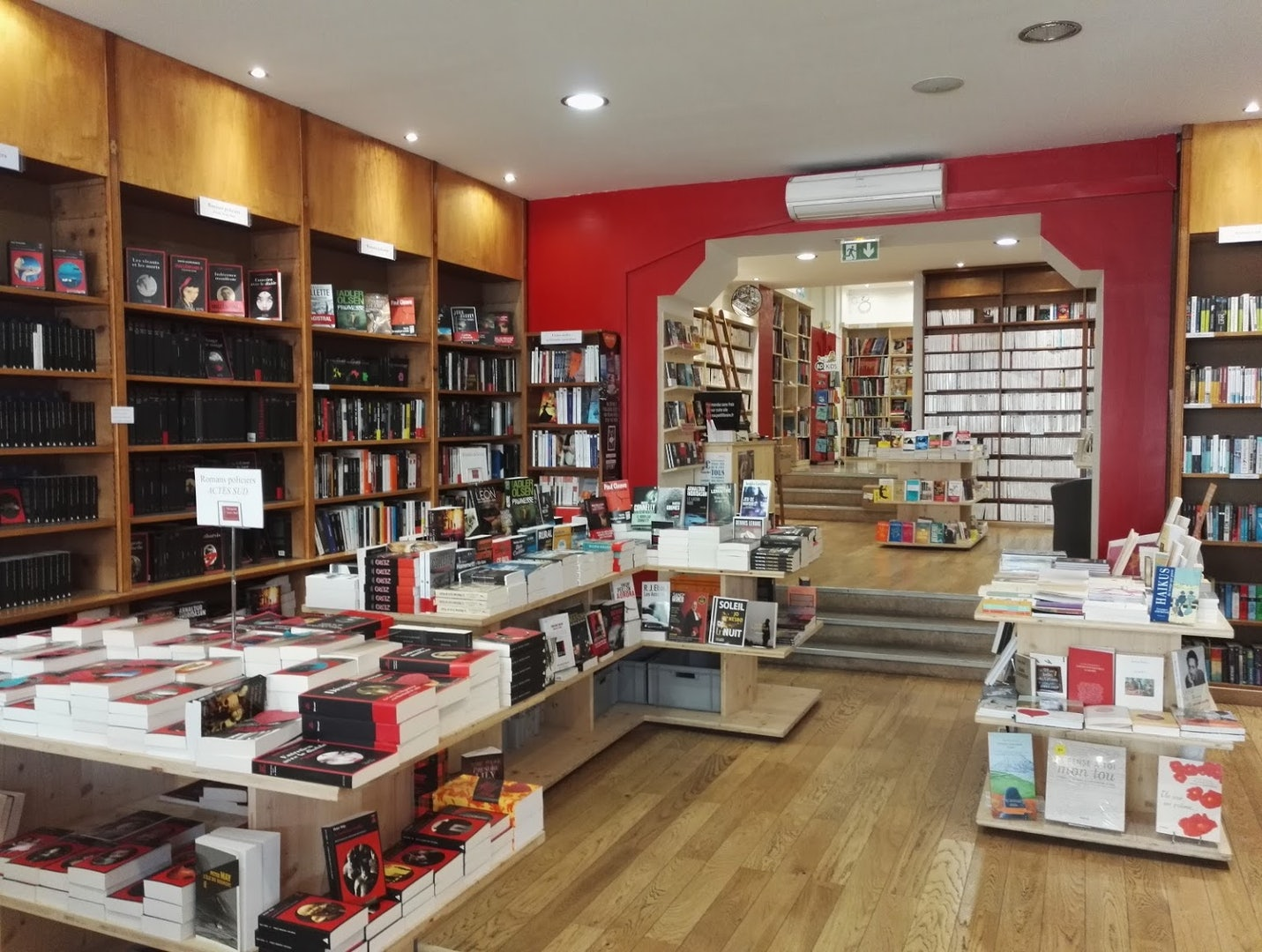 interior of the Librairie Maupetit