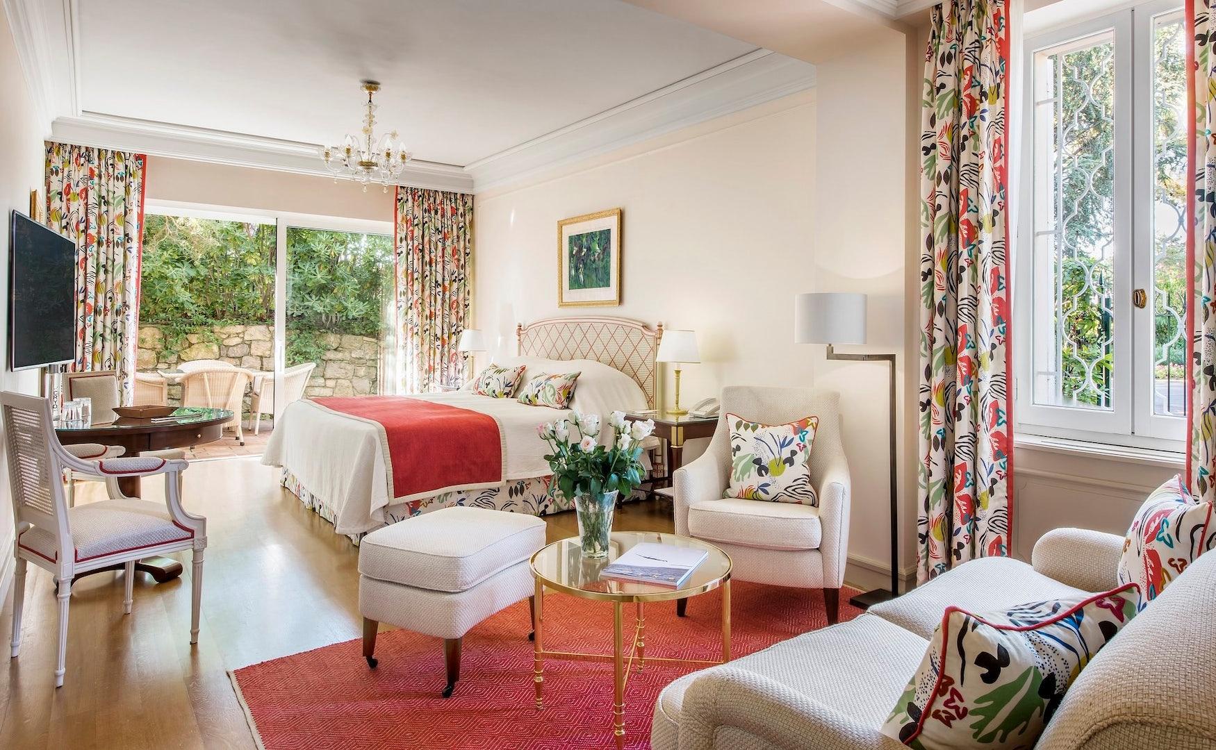 a bedroom suite at Hotel du Cap-Eden-Roc