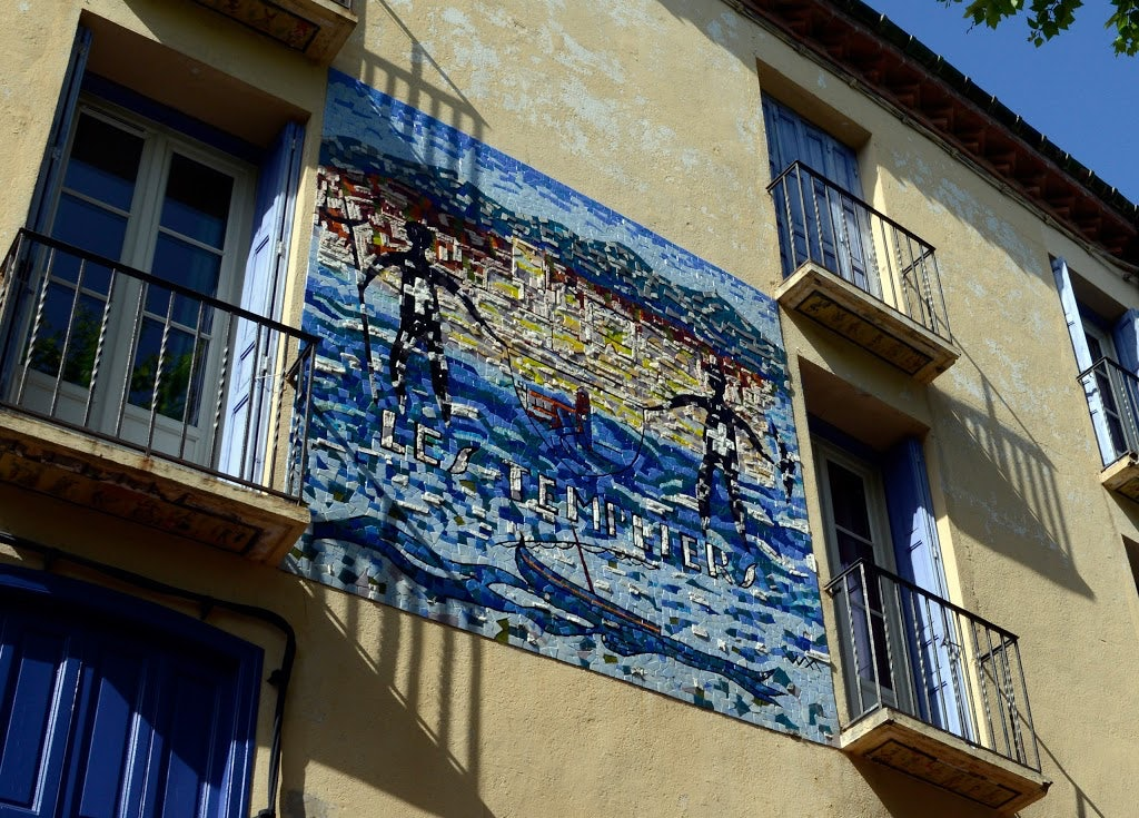 mosaic on the facade of the Hôtel des Templiers in Collioure